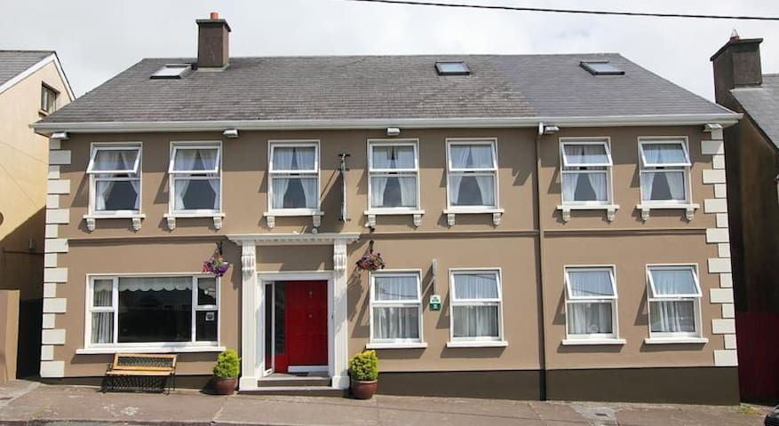 Boland's B&B (IRISH BREAKFAST INCLUDED) {Room 6}