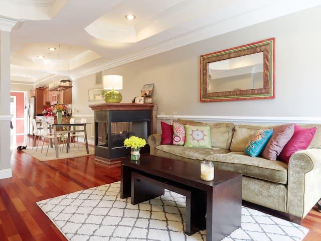 Room in elegant Patterson Park home - Балтимор - Дом
