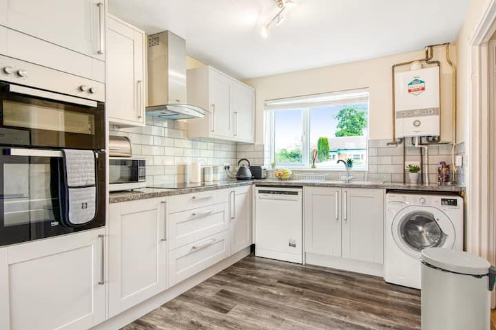 Lovely 3-Bed House in Milton Keynes