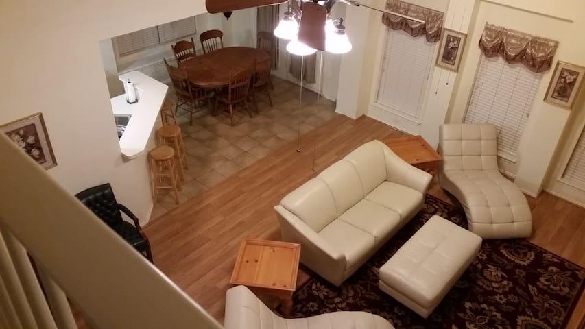 Oh my, 5 bedrooms/4,000 sq.ft.!!! - อาร์ลิงตัน