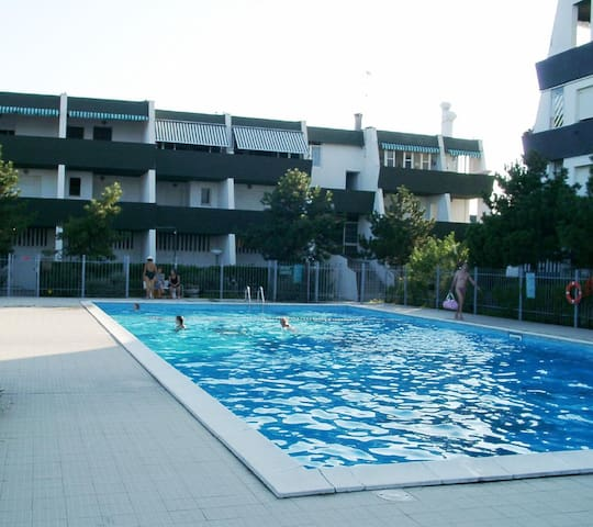 "STUDIO ""MOLO"" BALCONY SEA VIEW - POOL - PARKING - AIR CONDITIONING"