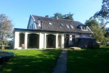 Ground house 12 km. Utrecht. - Hilversum - Talo