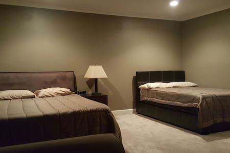 Master Suite Bedroom with Private Bathroom - El Monte - Pis
