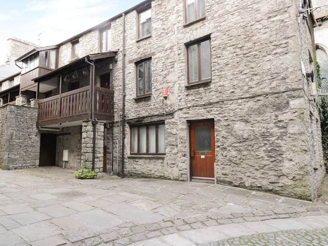 11 CAMDEN BUILDING, family friendly in Kendal, Ref 965847