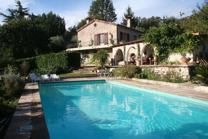 Large villa with pool 14x6m - Roquefort-les-Pins - Hus