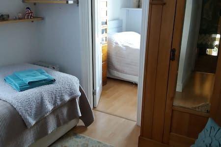 Private room/s -  single leading double to London. - Londres - Casa