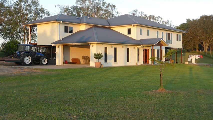 Farm Stay on Burnett River with 2 Bedrooms