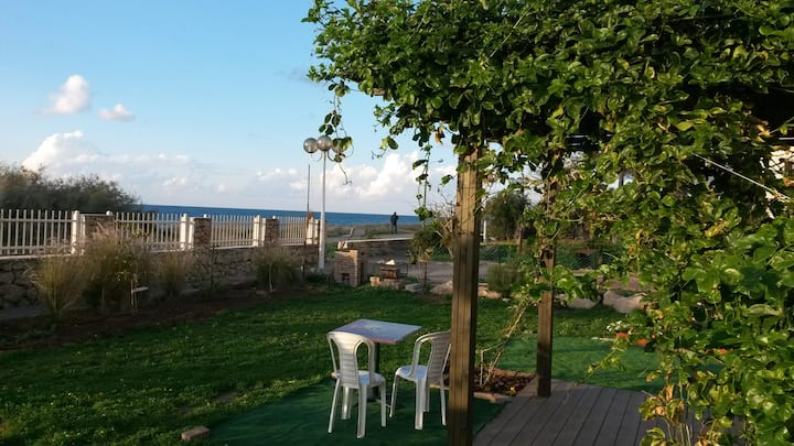 Waterfront 2bdr with private garden