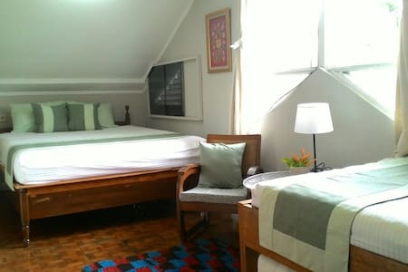 The Attic Room! Bright and Spacious - Jakarta Sud