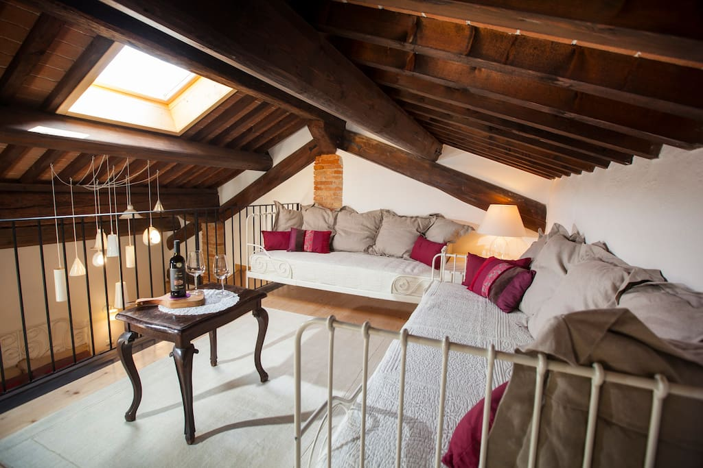 * loft with 2 singols beds