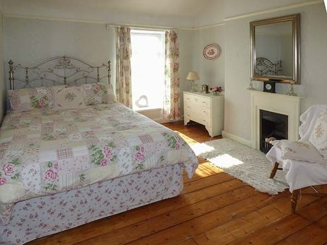 Bed and Breakfast Large double bedroom Pembrey - Burry Port - House