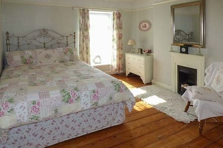 Bed and Breakfast Large double bedroom Pembrey - Burry Port - Casa