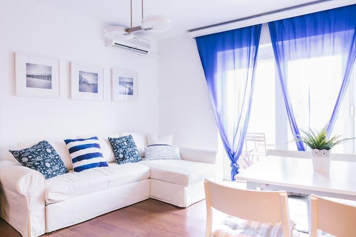 Sweet small apartment near centar and the beach