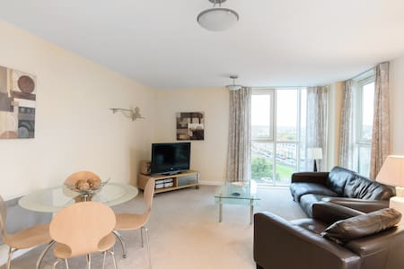 Cardiff bay waterfront 2 bed deluxe apartment wifi