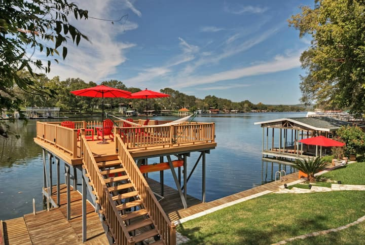 Lake LBJ, 4/BDR, 3/BA, Waterfront, Boat Lift