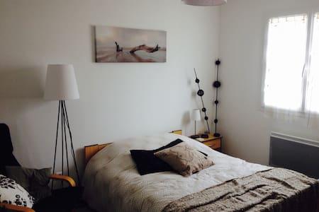 2 chambres, 1 SDB, 1 WC. Espace hôte privé et clos - Pont-d'Ain