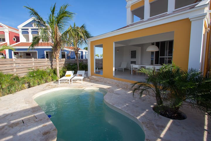 Casa Leeward, a nice villa on the water with private dock and pool