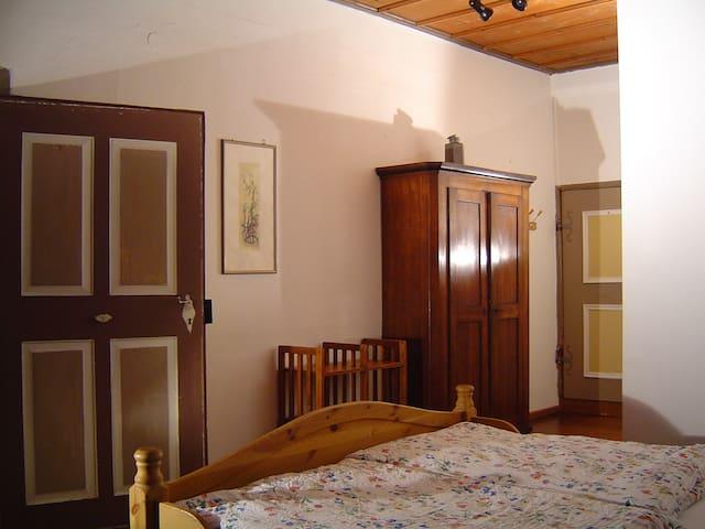 Holzdeckenzimmer in der Burg   - Bühlertann - Wohnung