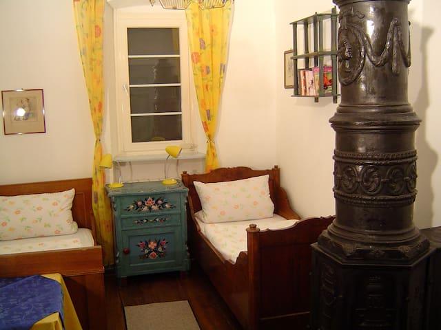 Gemütliches Burg-Doppelzimmer - Bühlertann - Wohnung
