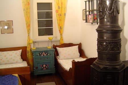 Gemütliches Burg-Doppelzimmer  - Bühlertann - Apartamento