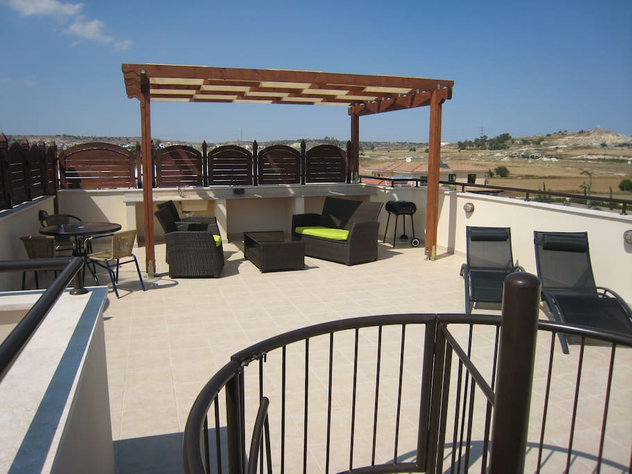 360 view, sea to mountains. Bbq. Shower. Loungers. Tables and chairs.
