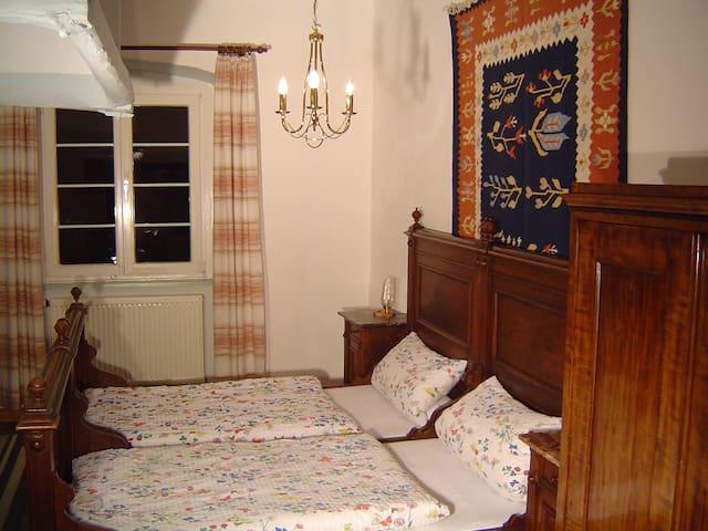 Alte Burgküche als Doppelzimmer - Bühlertann - Wohnung