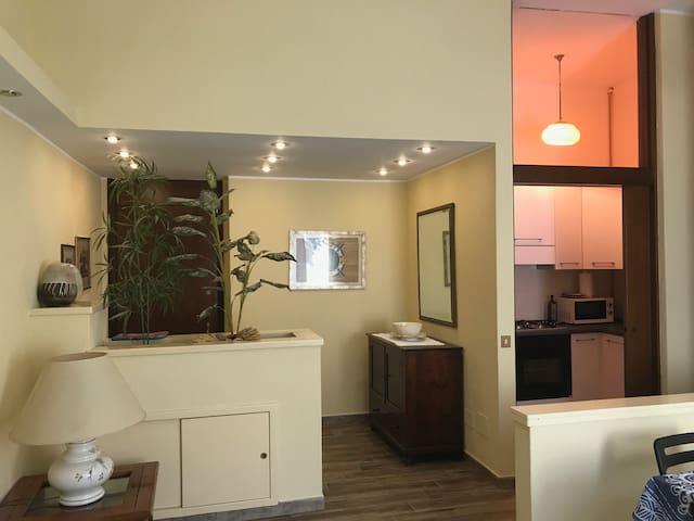 Ingresso e cucinino - Entrance and kitchenette
