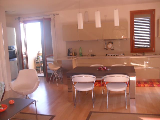 Appartamento con terrazzo a pochi 20km dal mare - Mondaino - Appartement
