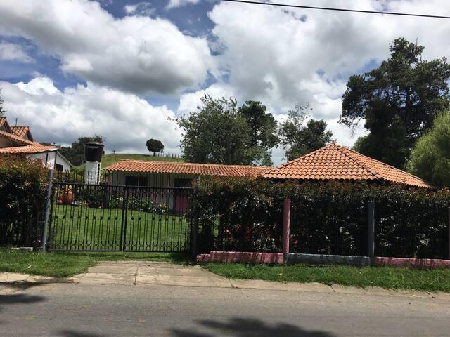 Casa campesina en el campo - Subachoque  - Hus