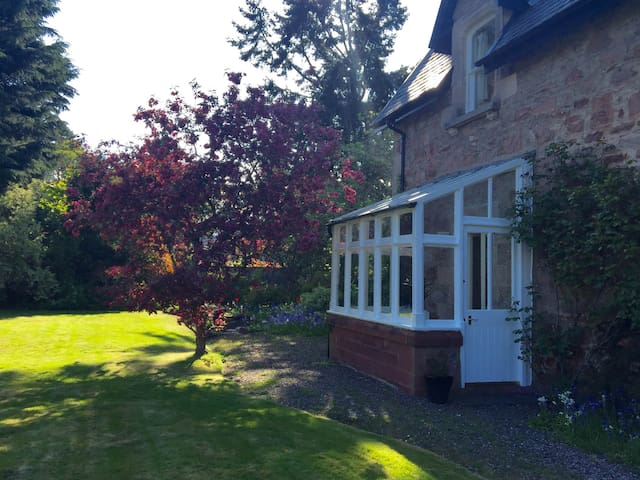 The Garden Suite, self contained with sun lounge - Inverness - Daire