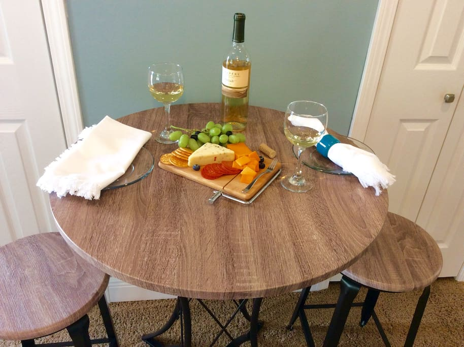 Cozy dining for 2!