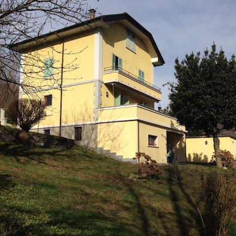 casa cecilia accogliente trilocale  - Ghevio - Bed & Breakfast