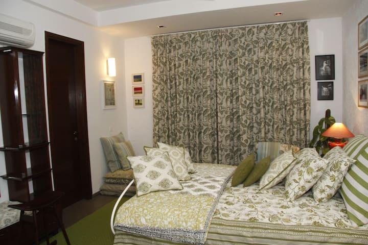 Lodge near Gurudronacharya metro st - Gurgaon - Apartament