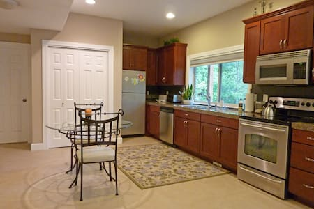 Large  2 Bdrm near Bellevue Seattle and airport
