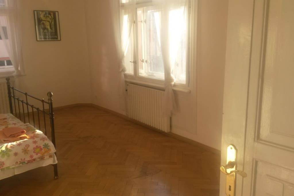 Zimmer 1 - Photo von der Tür