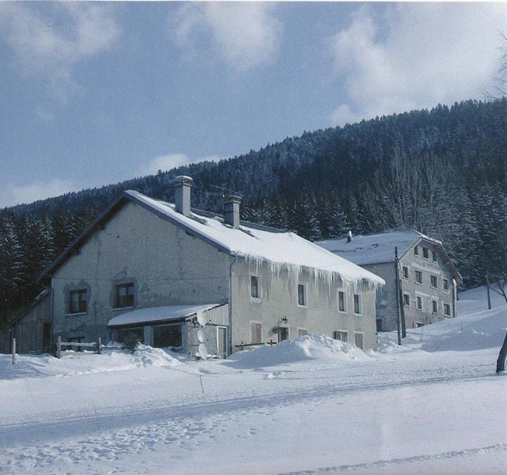 Appartement spacieux ferme typique Jurassienne