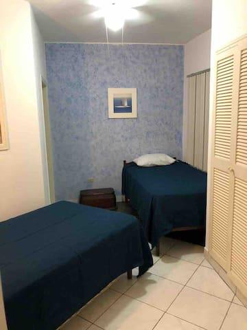 Dormitorio 3 con aire acondicionado / closet