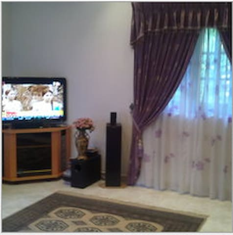 large bed room with balcony panromi - Kegalle - บ้าน