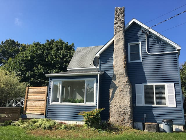 Little Blue House in Wellington PEC