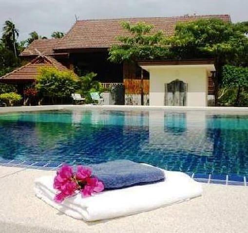 White Rock resort Garden room AC, pool + BREAKFAST
