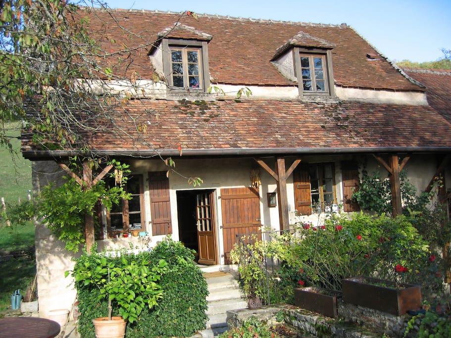 L'entrée de la maison vue de la terrasse