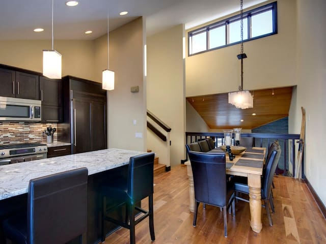 Remodeled 4 Bedroom/3 Bath Townhome - Vail - House