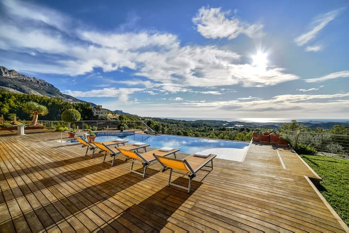 Beautiful villa with fantastic panoramic views - Callosa d'en Sarrià - House