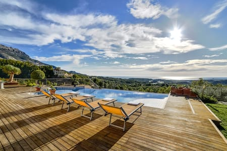 Beautiful villa with fantastic panoramic views - Callosa d'en Sarrià - Huis