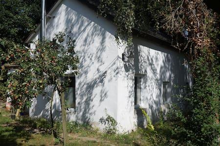 Walddomizil mit Sauna- und Außenwhirlpoolnutzung - Kleinmachnow