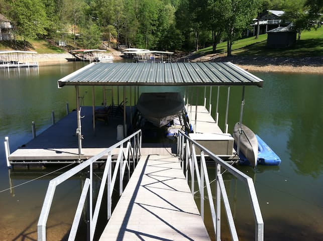 Great dock to hang out on with deep water.  Dock will hold a 25 ft boat.