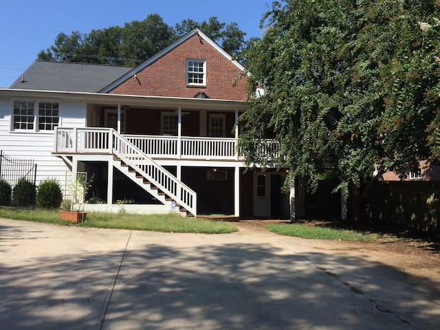 Cameron Park 2BR by Glenwood South - Raleigh - Leilighet