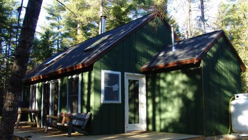 Molasses Pond Year Round Cottage - Eastbrook - Kulübe