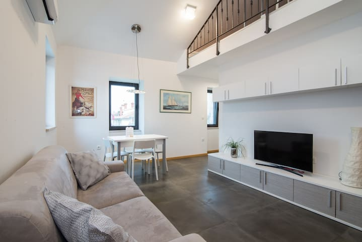 Koper Loft Apartment. FREE GARAGE parking.