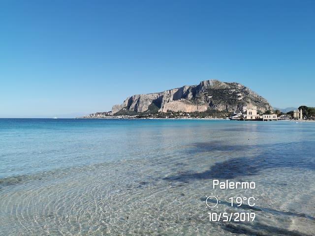Mondello di fronte la Spiaggia